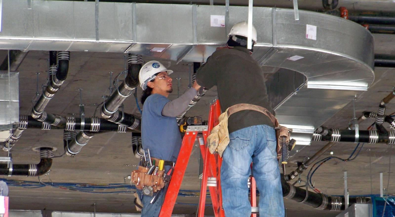 Сервисное техническое обслуживание и ремонт систем вентиляции и кондиционирования в СПб